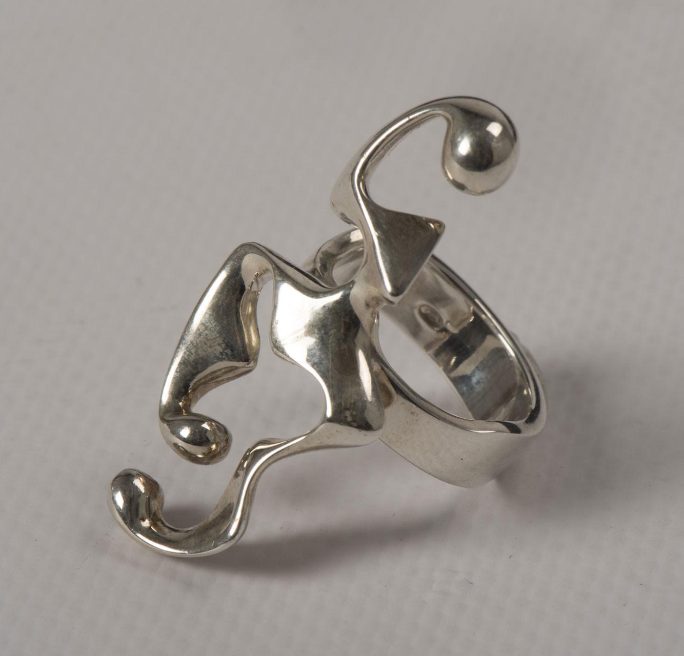 Disgiunto Twist (anello), 2015 - Argento 925, mm 38x19x4 realizzato in 100 esemplari