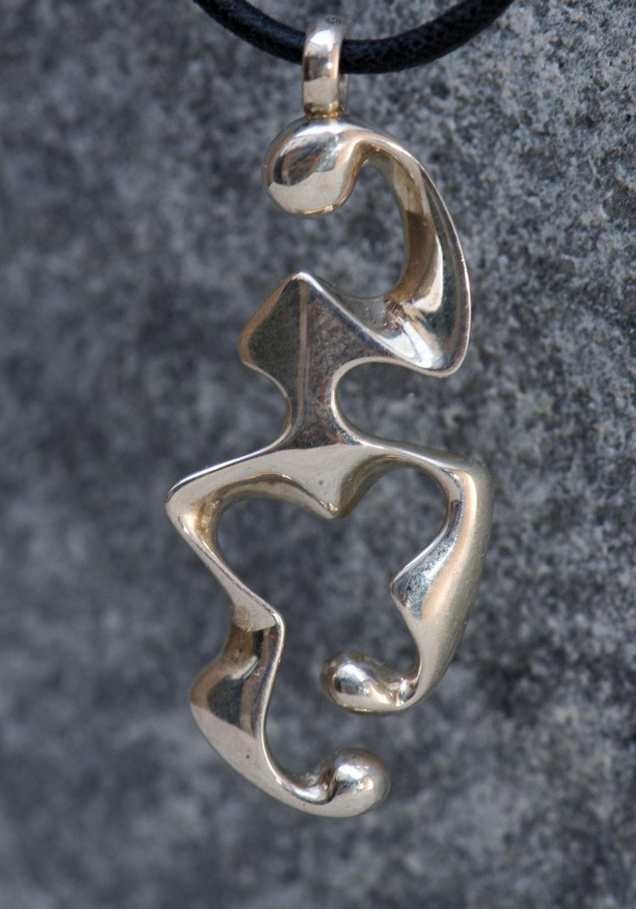 Disgiunto Twist (ciondolo), 2015 - Argento 925, mm 38x19x4 realizzato in 100 esemplari